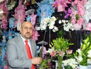 Avrupalı çiçeği hediye ediyor, Türkler düğüne gönderiyor