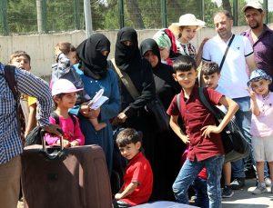 Bayramı ülkelerinde geçiren 20 bin Suriyeliden 4 bini Türkiye'ye döndü