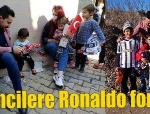 Öğrencilere Ronaldo forması