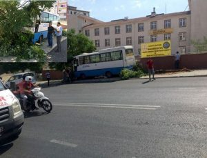 Otobüsün freni boşaldı faciadan dönüldü