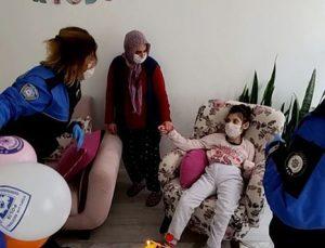 Pasta isteyen engelli kıza doğum günü sürprizi