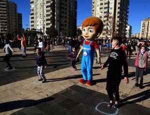 Şahincan çocuklar ve gençlere spor yaptırdı