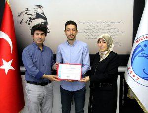 Şehit oğlu diplomasını Rektör Karacoşkun'dan aldı