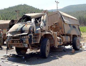 Suriye'den dönen askeri araç kaza yaptı: 2 asker yaralı