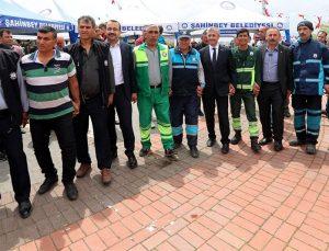 Tahmazoğlu 1 Mayıs'ı işçilerle birlikte kutladı