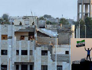 Tel Abyad'da terör örgütüne ait bez parçaları ve posterler kaldırılıyor