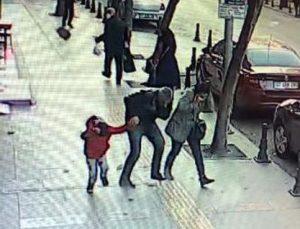 Binadan kopan taş çocuğun kafasına düştü