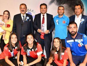 Avrupa Şampiyonları Dakikalarca Alkışlandı